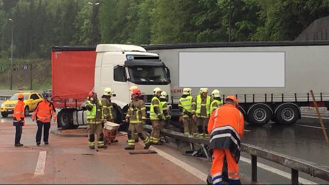 LKW-Unfall beim Bareggtunnel