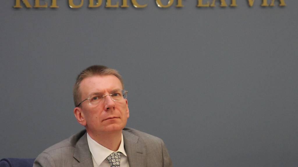 ARCHIV - Lettlands Außenminister Edgars Rinkevics bei einer Pressekonferenz in Riga. Foto: Alexander Welscher/dpa/dpa-mag