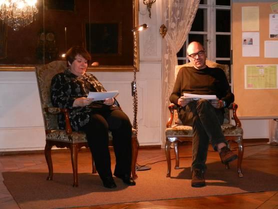 Silvia Rietz und Samuel Stucki lesen die prämierten elf Gedichte vor