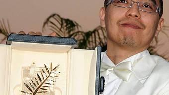Apichatpong Weerasethakul mit der höchten Auszeichnung, der Goldenen Palme