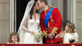 Der Kuss zwischen Prinzessin Kate und Prinz William.