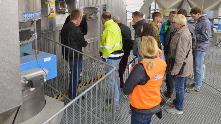 Anlässlich der Eröffnung des Holzheizkraftwerks fand auf dem Areal der DSM in Sisseln ein Tag der offenen Tür statt: Blick ins Holzheizkraftwerk