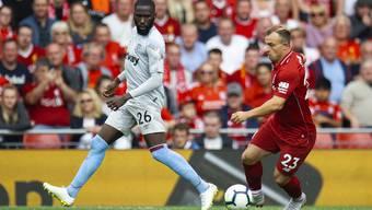 Xherdan Shaqiri (r.) kam zu seinem Pflichtspieldebüt für seinen neuen Arbeitgeber Liverpool.