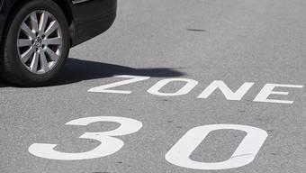 Tempo 30 sorgt tatsächlich für mehr Ruhe, allerdings nur wenn sich die Autofahrer daran halten. (Symbolbild)