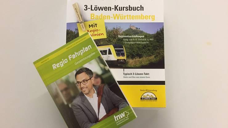 Der Regio Fahrplan und das 3-Löwen-Kursbuch.