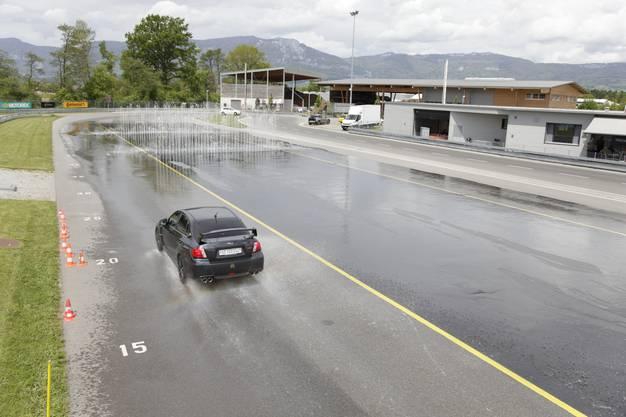 Vollbremsung auf Wasser: Hier schlittert der Wagen noch weiter