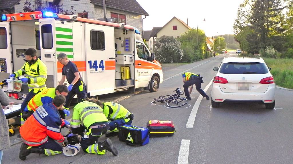 Der Velofahrer wurde beim Unfall verletzt.