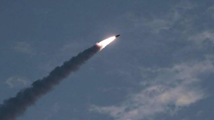 Das nordkoreanische Militär feuerte am frühen Mittwochmorgen an der Ostküste des kommunistischen Landes mehrere Raketen ab. (Symbolbild)