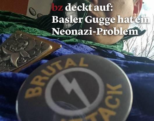 Ein Mitglied der Gugge posiert mit einem Button der Rechtsextremen Band «Brutal Attack».