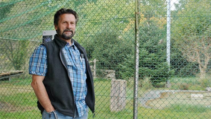 Bruno Gardelli wünscht sich, die Storchen- und Vogelpflegestation in Möhlin dereinst modernisieren zu können – etwa das Gehege der Uhus im Hintergrund. .