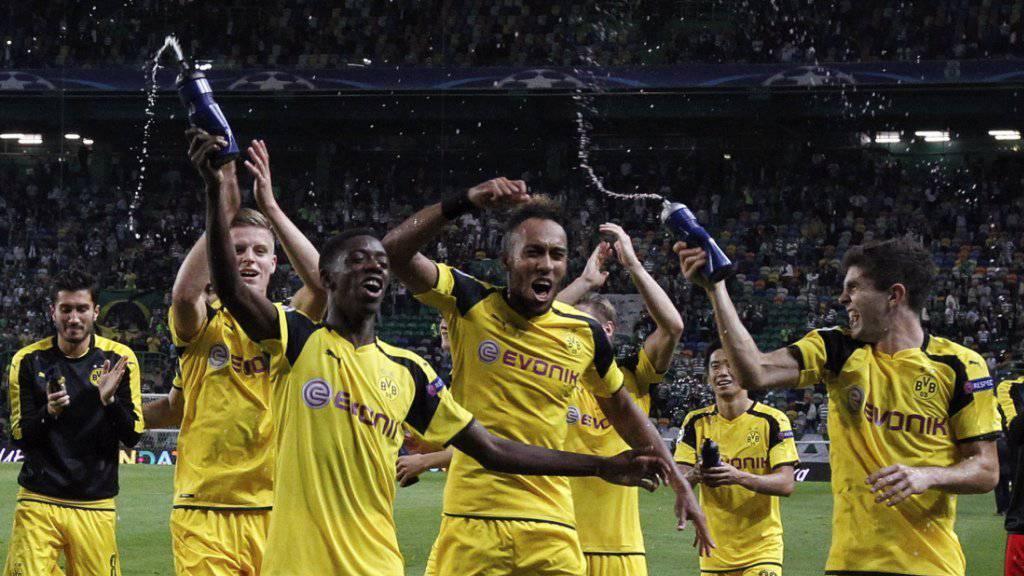 Die Dortmunder feiern den 2:1-Sieg in der Champions League bei Sporting Lissabon