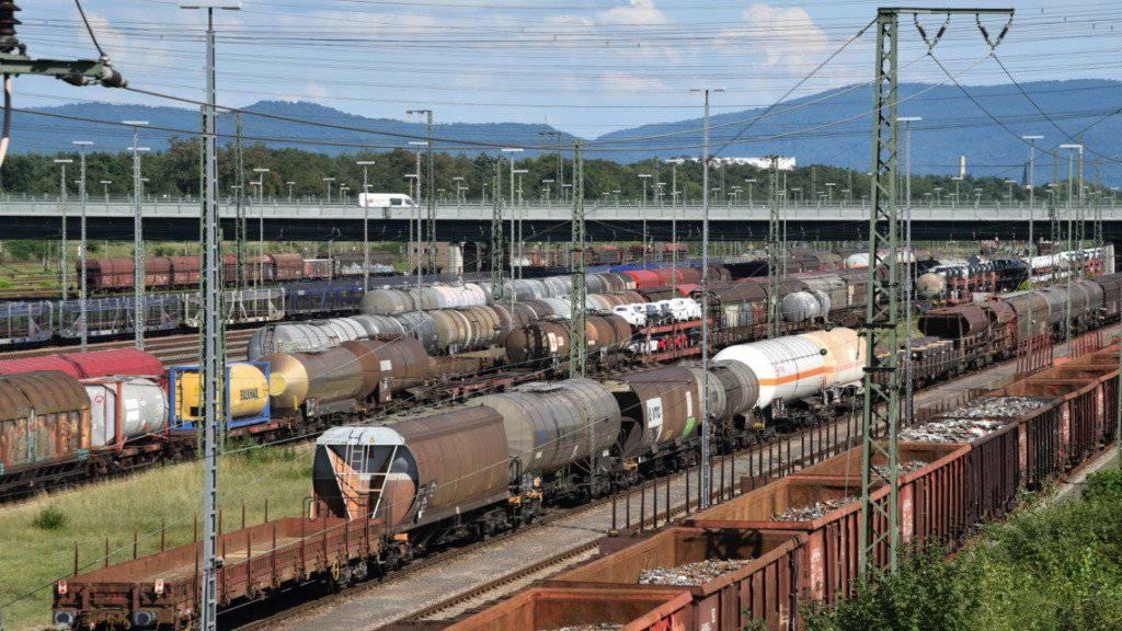 Stau im Güterverkehr: Die Sperrung der Bahnstrecke zwischen Rastatt und Baden-Baden in Deutschland hat grosse Auswirkungen auf den Personen- und Warenverkehr in Europa.