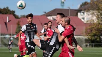Dino Babovic geniesst intensive Aufmerksamkeit von Milkan Dangubic. (© eh-presse)