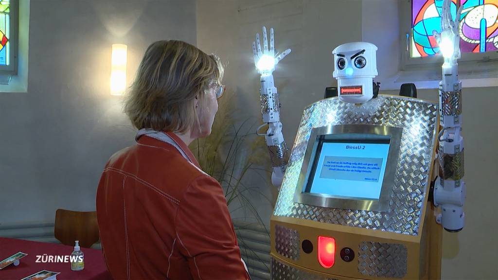 Robo-Pfarrer segnet Kirchgänger in Rickenbach