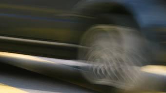 Die Stadtpolizei Dietikon hat im vergangenen Monat bei 2002 Fahrzeugen die Geschwindigkeit gemessen. 111 Lenkerinnen und Lenker waren zu schnell unterwegs. (Symbolbild)