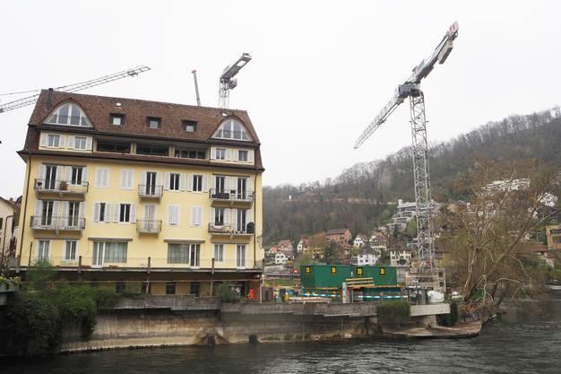 Blick von Ennetbaden Richtung Schweizerhof und Bäder-Baustelle.