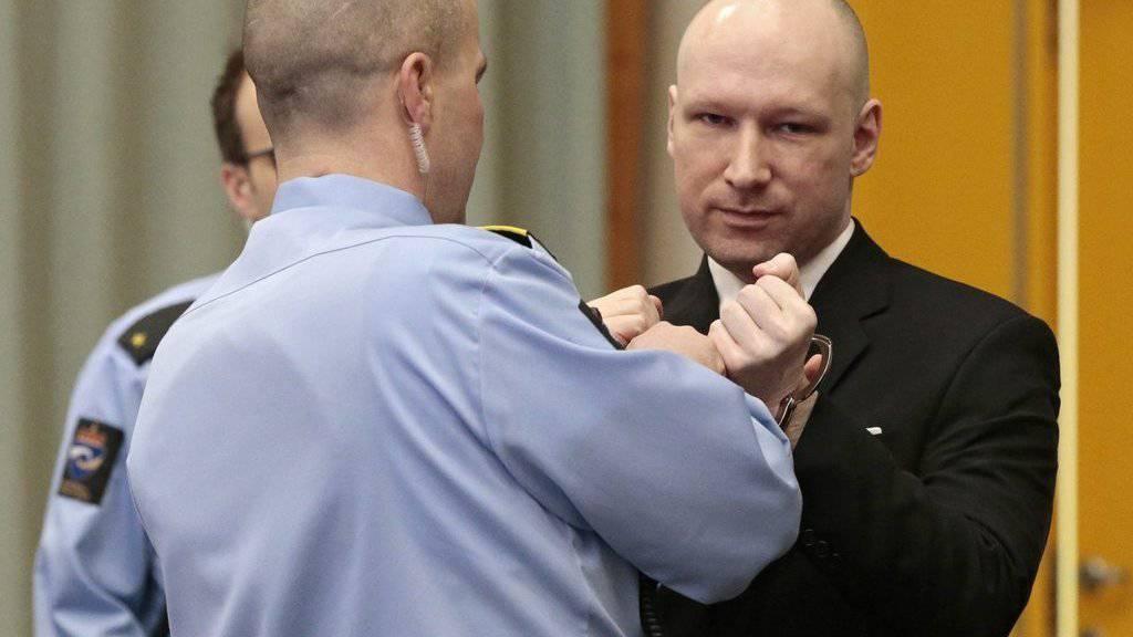 Verlangt bessere Haftbedingungen: der norwegische Attentäter Anders Behring Breivik, hier in der für das Verfahren genutzten Turnhalle des Gefängnisses Skien, in welchem er in Isolationshaft sitzt