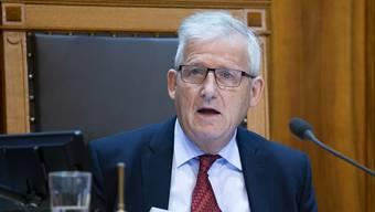 Ständeratspräsident Hans Stöckli sagte am Samstag in einem Interview, das Parlament auch habe im Ausnahmezustand mehr Macht als der Bundesrat. (Archivbild)