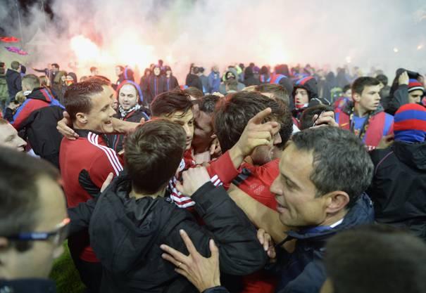 FCB-Spieler werden von Fans bedrängt. Obs ihnen allen wohl ist?