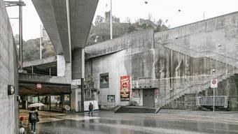 Eine der trostlosesten Ecken der Stadt soll schöner werden: Der Zugang zum «Blinddarm» beim LWB. Grüne Vorbilder: Das Musée du Quai Branly in Paris... ... und die Bosco-Verticale-Hochhäuser in Mailand.