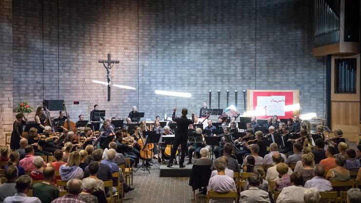 Blick auf den Orchesterverein Niederamt, der in er gut gefüllten St. Wendelins-Kirche in Dulliken konzertierte.