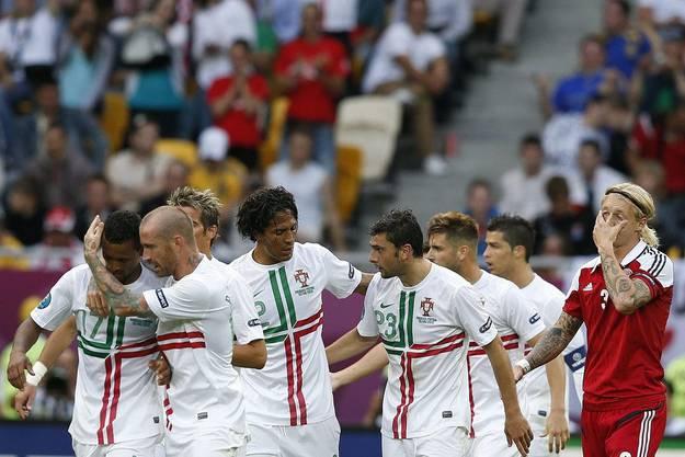 Die Portugiesen feiern ihren zweiten Treffer