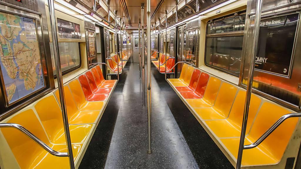 New Yorker U-Bahn fährt nach Corona-Pause wieder rund um die Uhr