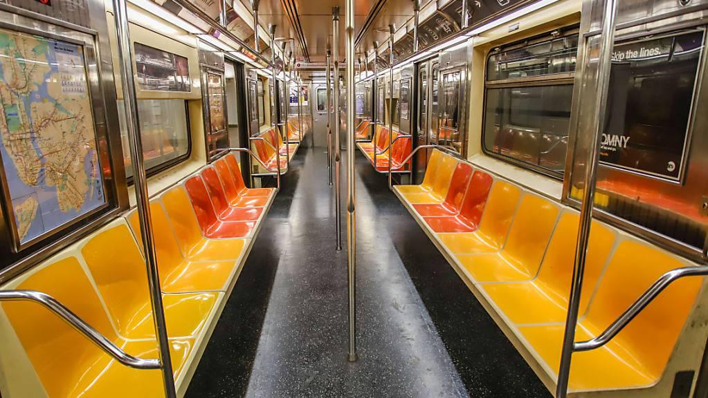 Die Zahl der Fahrgäste in der New Yorker U-Bahn war zu Beginn der Pandemie stark gesunken, zuletzt aber wieder angestiegen.