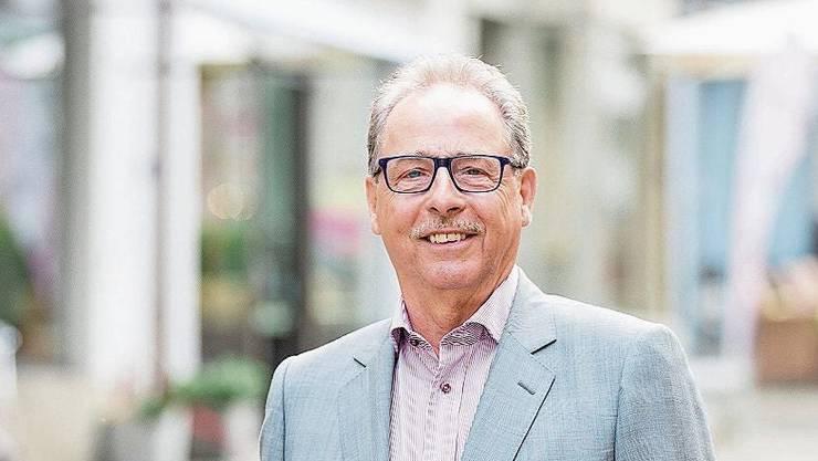 Der Lenzburger Gewerbe-Präsident Erich Renfer in der Lenzburger Rathausgasse.