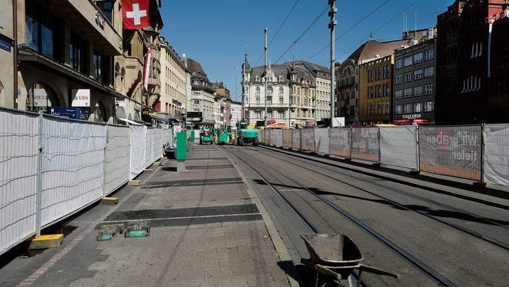Die Bauarbeiten zwischen Barfüsserplatz und Schifflände sind seit August in Gange. (Archiv)