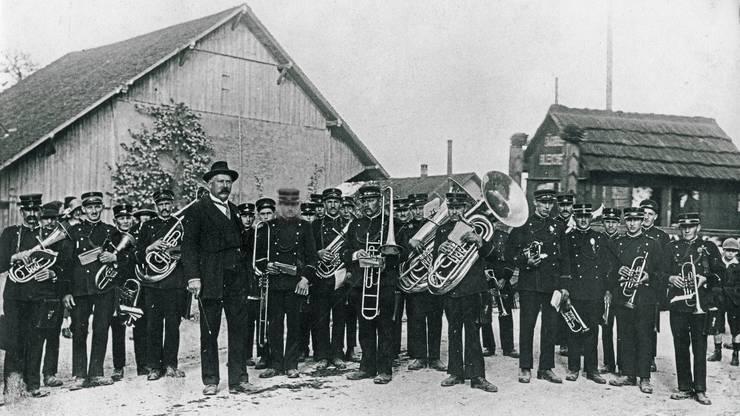 Die Musikgesellschaft Boswil mit ihrem Dirigenten Johann Notter am Ostermontag 1924