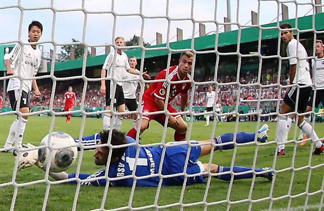 Shaqiri trifft im Cup gegen den Viertligisten Rehden. Der Schweizer schiesst das 1:0.