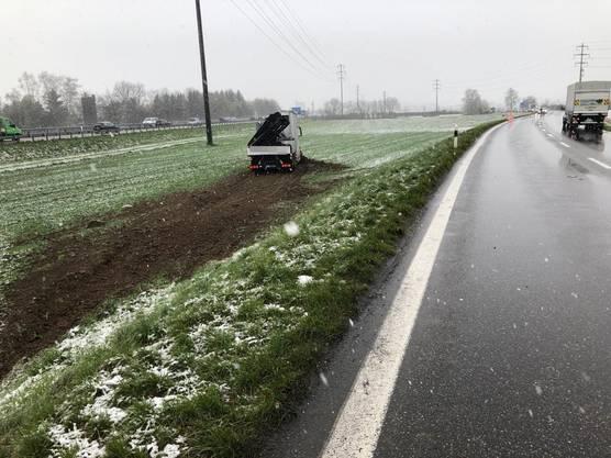 Aus noch nicht näher bekannten Gründen geriet die Autofahrerin auf die Gegenfahrbahn.