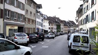 Der baulich pittoreske Altstadteil Fischmarkt bleibt zumindest mittelfristig eine Parkplatzwüste.