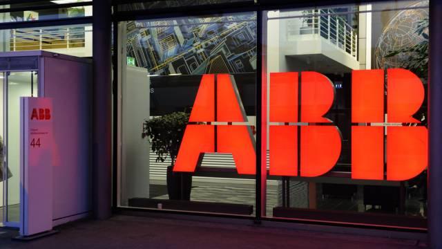 Eingang eines ABB-Gebäudes in Zürich. (Archiv)