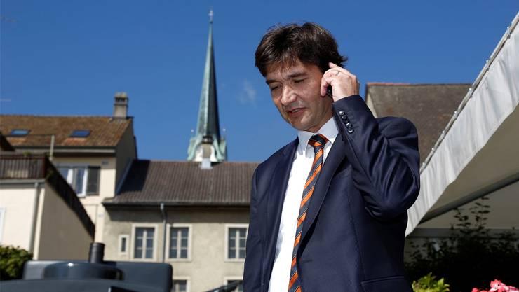 François Scheidegger sucht das Gespräch mit den Fussballern.