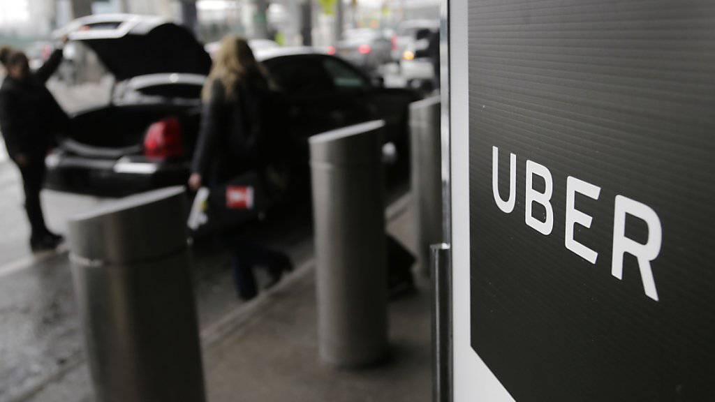 Zwei Tage vor dem Börsengang des Fahrdienstvermittlers Uber haben die Fahrer in Grossbritannien am Mittwoch die Arbeit niedergelegt. (Archiv)