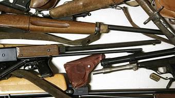 Laut dem Report gibt es weltweit 875 Millionen Waffen (Symbolbild)