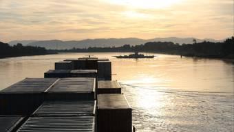 Die Rheinschifffahrt soll in Zukunft durch den Bau des Containerterminals Basel Nord im Jahr 2022 angekurbelt werden. (Archiv)