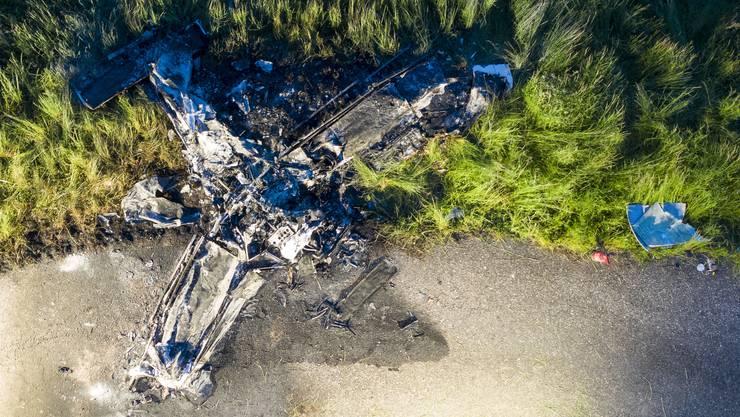 Das Wrack des Kleinflugzeugs, das am 14. Mai 2019 auf dem Birrfeld abgestürzt und in Flammen aufgegangen ist.