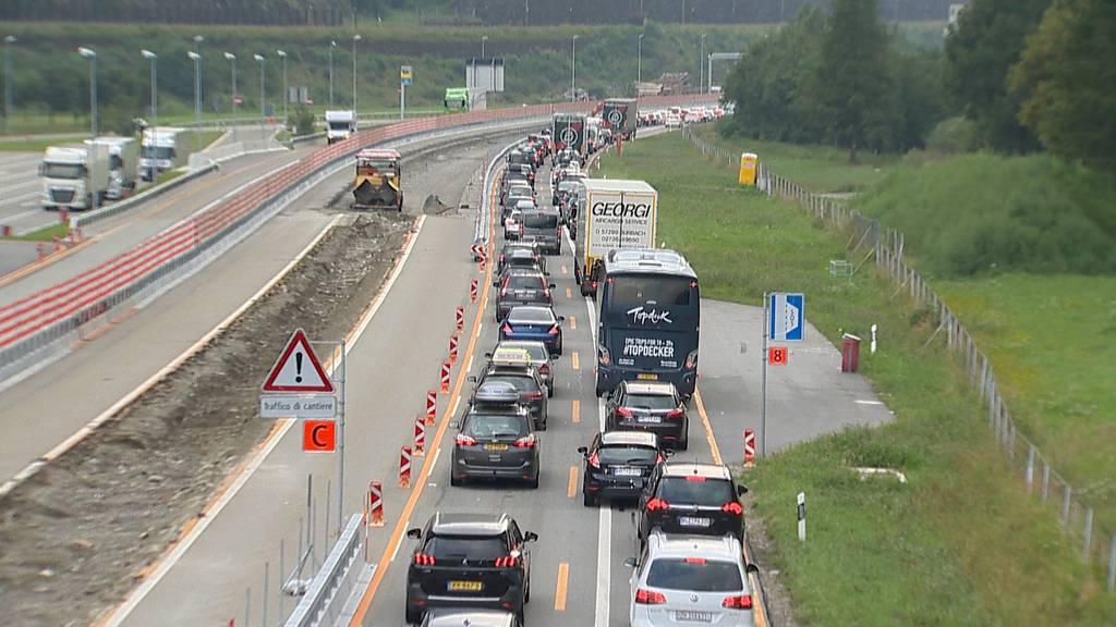 Neuer Für viele sind die Ferien zu Ende: Verkehr rund um Gotthard überlastet
