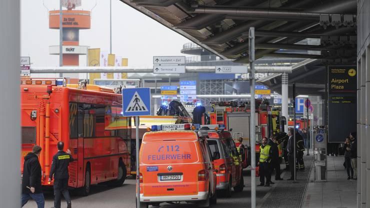 Chaos am Hamburger Flughafen: Offenbar Pfefferspray legte den Airport am Sonntag für über eine Stunde lahm.