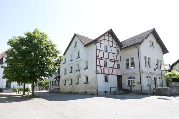 Dort steht das Gasthaus «Weisser Wind», das erst vor wenigen Monaten gerettet werden konnte.