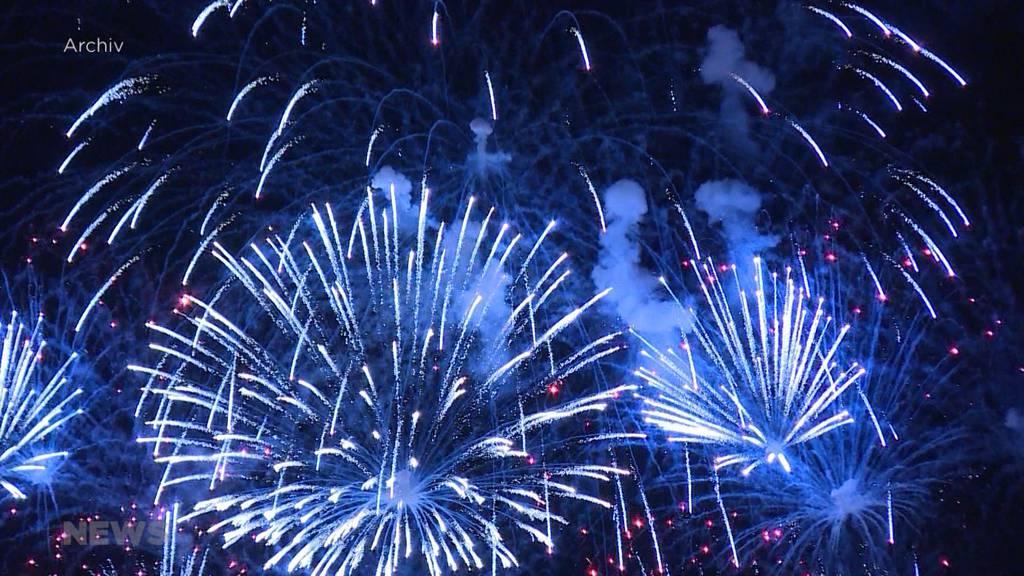 1.-August-Feier: Feuerwerksboom bei Privaten