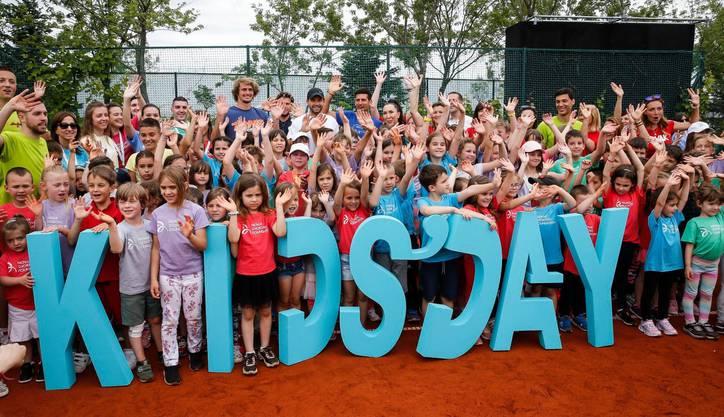 Über 100 Menschen wurden in Quarantäne versetzt, darunter die Kinder, die in der letzten Woche mit Novak Djokovic auf dem Tennisplatz standen.