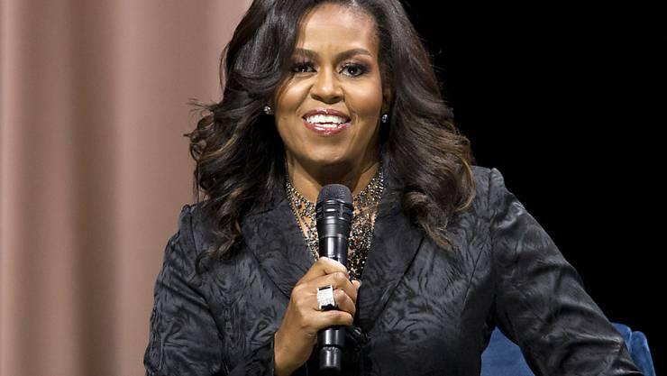 """Die ehemalige First-Lady der USA, Michelle Obama, vermarktet derzeit ihr Buch """"Becoming"""", das sich bereits in vielen Ländern zu einem Verkaufsschlager entwickelt hat."""