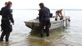 Taucharchäologen bei ihrer Arbeit vor Uttwil TG. Die rätselhaften Steinhügel, die dort auf dem Grund des Bodensees entdeckt wurden, sind 5500 Jahre alt.