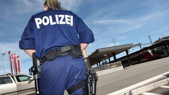 Der Erfolg in der Vorstadt wirft Fragen zur Zusammenarbeit zwischen Stadtpolizei und Kantonspolizei auf. (Archiv)