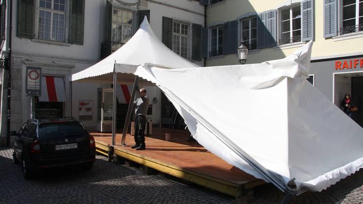 Das Zelt als mehrwöchiges Café-Provisorium wird abgebaut.