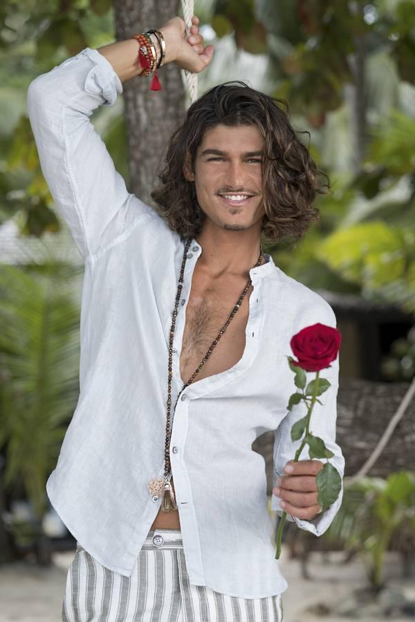Ab dem 21. Oktober verteilt er Rosen an seine 21 Anbeterinnen. (© pd)